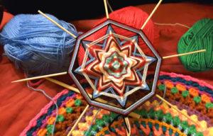 mandala-ojos-de-dios-e-crochet
